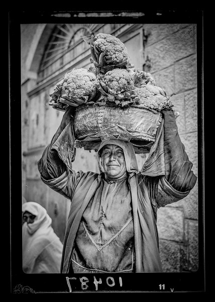 Peasant woman carrying cauliflower. 1934-1939