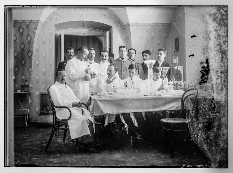 Red Crescent Society officials, Jerusalem.  1915-1918