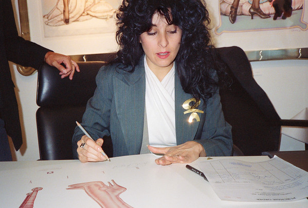 Olivia: Let Them Eat Cheesecake Poster Signing, Los Angeles, 1990 - 3 of 4