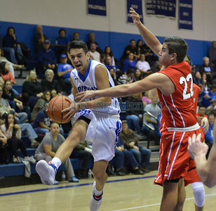 Boys basketball District 2-4A game, Las Vegas Robertson at St. Michael's played Tuesday, January 17, 2017 at Perez-Shelley Gymnasium, St. Michael's. Clyde Mueller/The New Mexican
