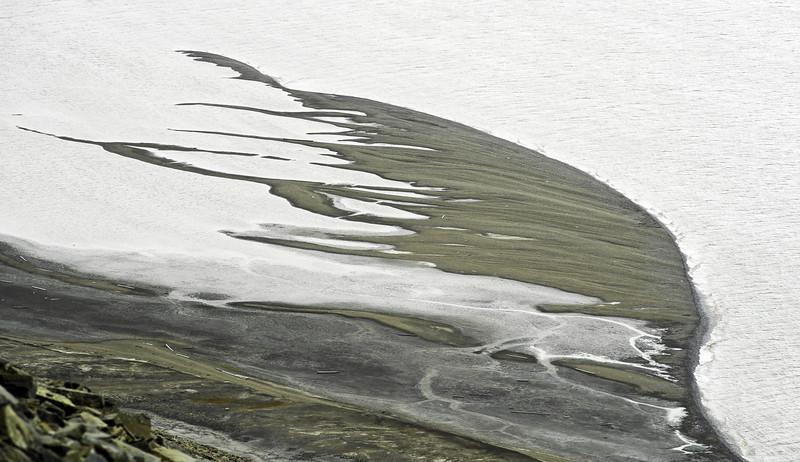 Aggrading coarse-grained coastal spits in the inner Van Keulenfjorden, Svalbard