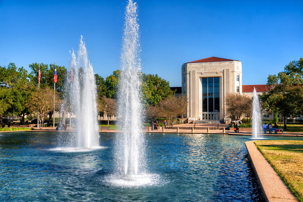 """The Ezekiel W. Cullen Building<br /> At the University of Houston, the Ezekiel W. Cullen Building and fountains are one of the """"post card"""" shots that everyone takes, so I had to make sure I did too."""