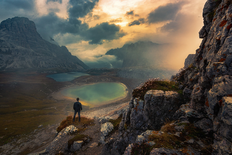 Wanderer above the Piani Lakes