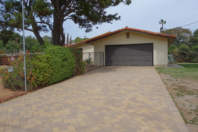 Beautiful and durable driveway with interlocking pavers