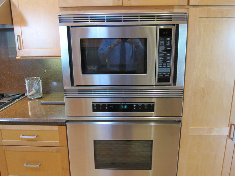 Top oven is microwave/convection oven. Bottom one is a regular oven. Warming drawer down below. All Dacor appliances...