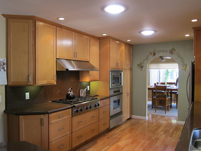 Six burner stove with large range hood...cooks love it.