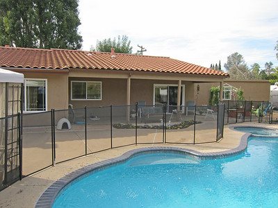 Removable fence around the pool. Nice covered patio.