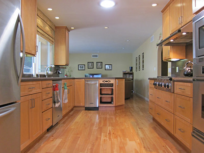 Wow...remodeled kitchen has Kitchenaid and Dacor appliances.