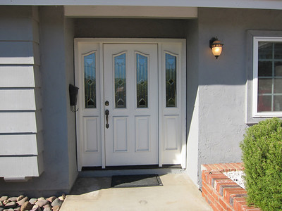 Beautiful fiberglass entry door...low maintenance...