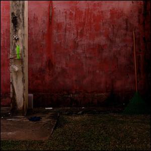 """""""Acasos"""", paisagem urbana, Barra do Una, SP, 2012, Brasil."""