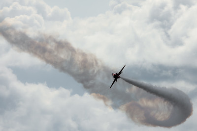Red Arrow smoke trail turn