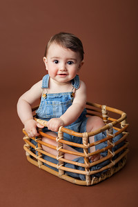 Milestone Photoshoot for babies 6-9 months