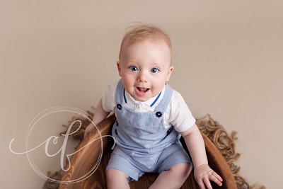 Sitter Photoshoot suitable for babies 7-10 months