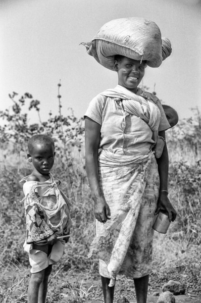 African mother and children. 1986.