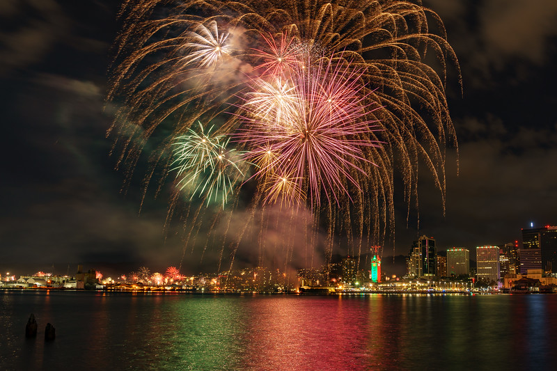 Aloha Tower Fireworks vs. Kalihi