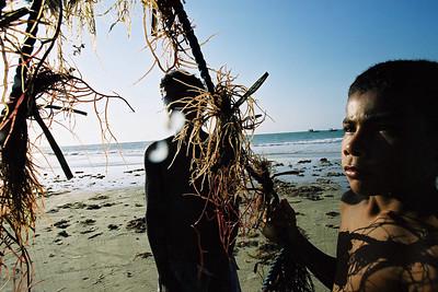 Ceará, 2005, Brasil. Projeto ambiental apoiado pela USAID: secagem de algas.  Ceará, 2005, Brazil. Ambiental project supported by USAID: drying algae.