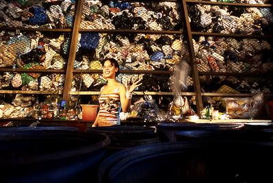 Daiane Santos, matéria especial sobre lixo reciclado, moradora de comunidade em Camaçari (BA), 2003, Brasil.  Daiane Santos, special report about waste recycling in Camaçari (BA), 2003, Brazil.