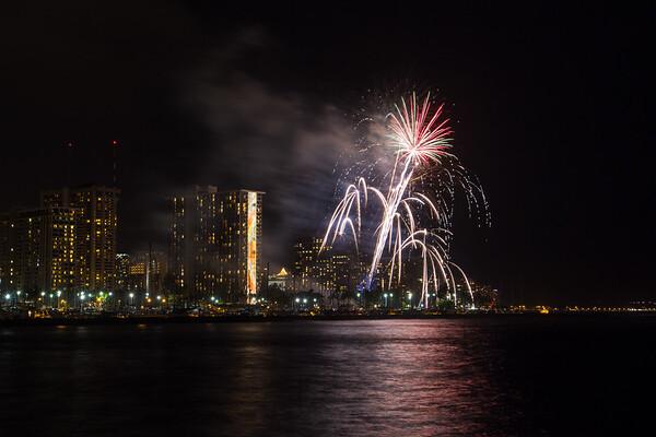 20150424-Hilton-Hawaiian-Fireworks-3962