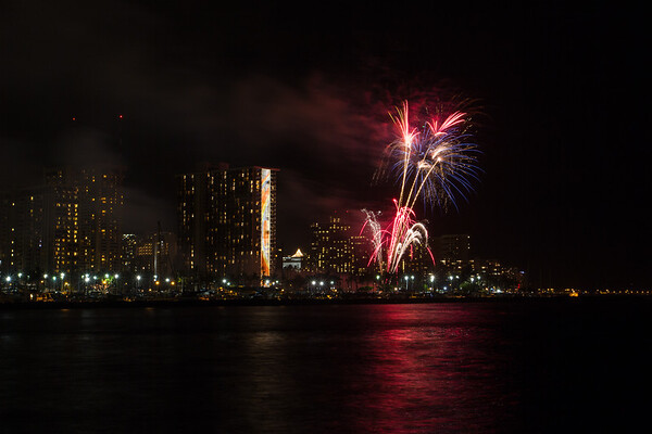 20150424-Hilton-Hawaiian-Fireworks-3969