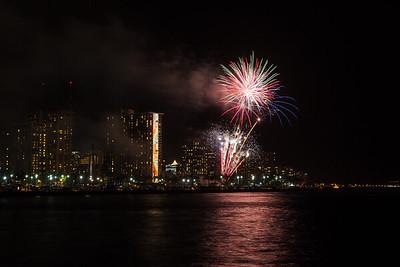 20150424-Hilton-Hawaiian-Fireworks-3967