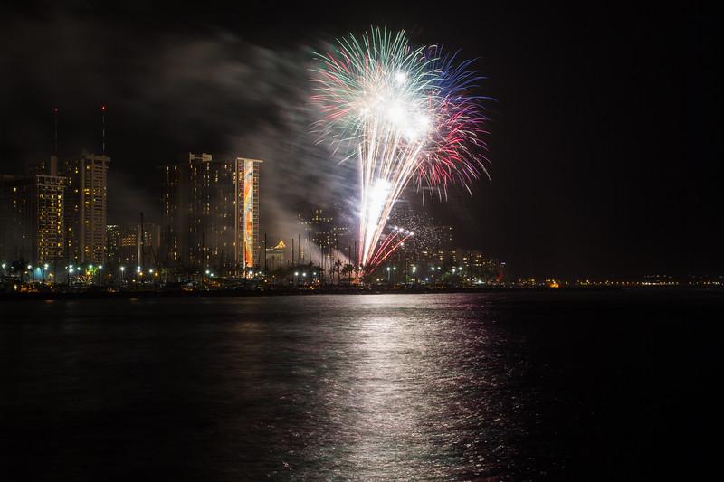 20150424-Hilton-Hawaiian-Fireworks-3973