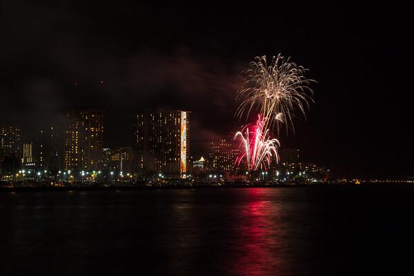 20150424-Hilton-Hawaiian-Fireworks-3970