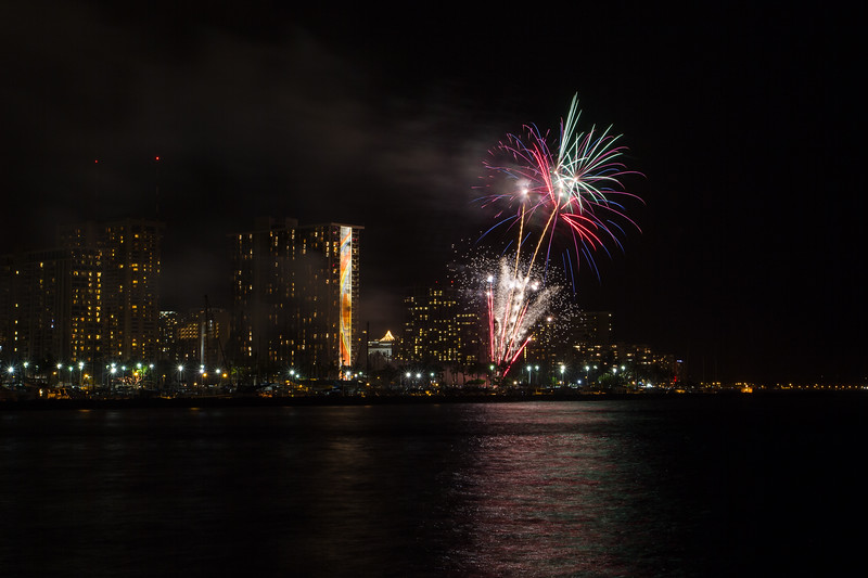 20150424-Hilton-Hawaiian-Fireworks-3966