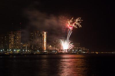 20150424-Hilton-Hawaiian-Fireworks-3963