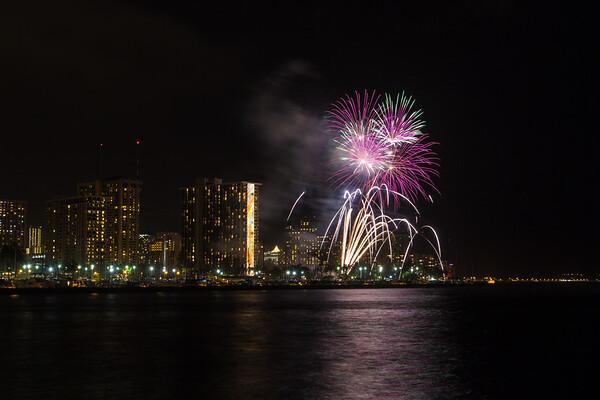 20150424-Hilton-Hawaiian-Fireworks-3961