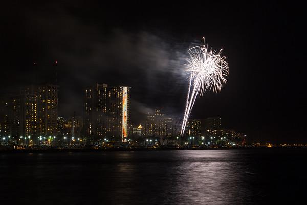 20150424-Hilton-Hawaiian-Fireworks-3964