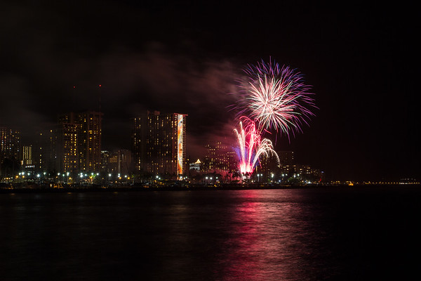 20150424-Hilton-Hawaiian-Fireworks-3971