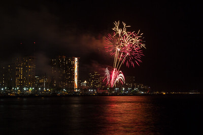 20150424-Hilton-Hawaiian-Fireworks-3968