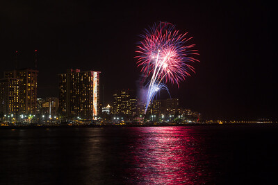 20150424-Hilton-Hawaiian-Fireworks-3959