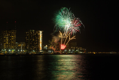 20150424-Hilton-Hawaiian-Fireworks-3960