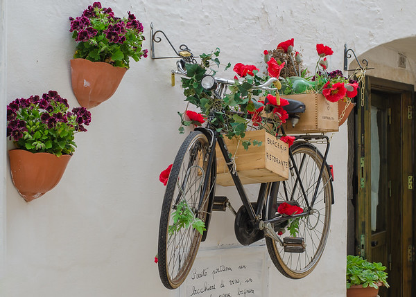 Hanging bicycle, Alberobello
