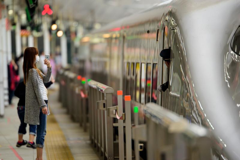 Shinkansen N700 pulling into Tokyo Central station