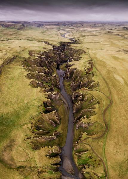 Fjaðrárgljúfur canyon iceland gorge drone bird perspective aerial photography fjadrargljufur river water 2.jpg