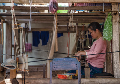 Woman weaving in Xieng Lek village
