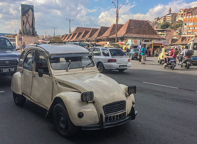1970′s Citroën 2CV Taxi in the streets of Tana