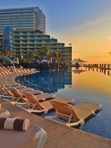 Sunrise at the Hard Rock hotel Cancun