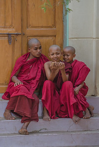 Young monks, Bagaya Monastery