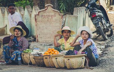 Street sellers in Mount Popa