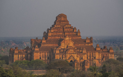 Golden hour in Dhammayangyi temple, Bagan