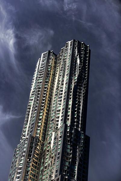 Le 8 Spruce Street, anciennement Beekman Tower et généralement désigné sous le nom de tour Gehry ou tour New York by Gehry, du nom de son architecte Frank Gehry, situé dans l'arrondissement de Manhattan