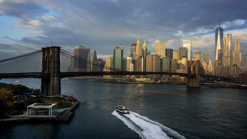 Brooklyn bridge à New York avec skyline.