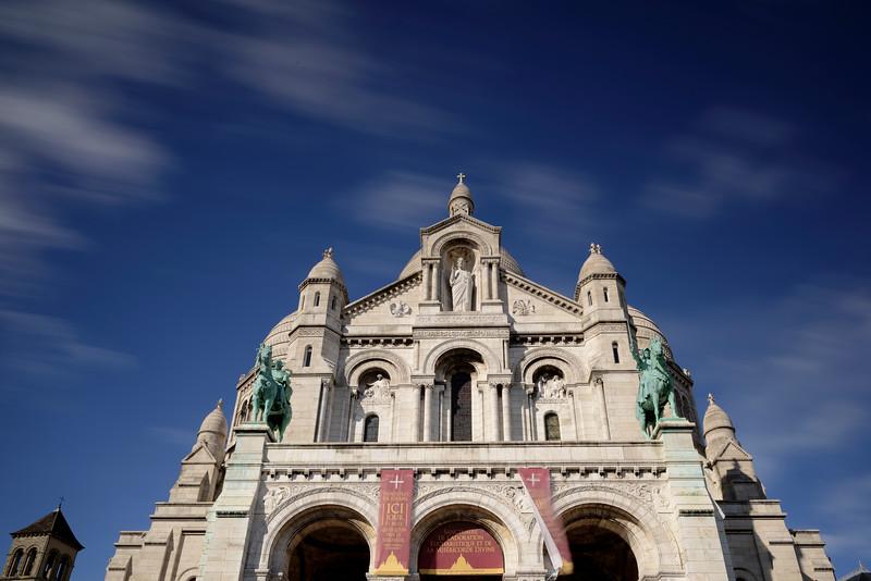 France, Paris (75), La façade de la Basilique Sacré-Coeur à sur la Buttes de Montmartre à dans le 18 arrondissement de Paris// France, Paris, Sacrè-Coeur basilica crowning the top of Montmarte in Paris 18 district