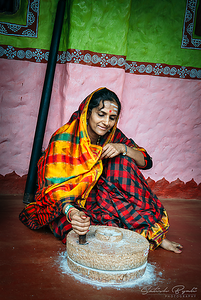 Viju with grinding stone at Agadi Thota