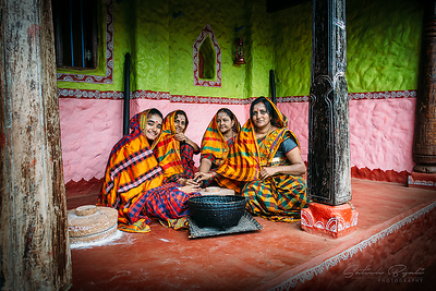 All ladies with grinding stone at Agadi Thota