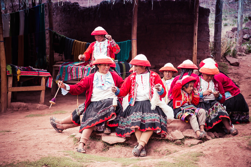 weaving women from the Sacred Valley