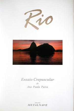"""""""Rio: Ensaio Crepuscular"""" foi feito no ano de 2003 para o Grupo Metalnave; um ensaio fotográfico em que a cidade maravilhosa foi sempre retratada nos lusco-fuscos.  Pão de Açúcar, Rio de Janeiro, 2003, Brasil.  """"Rio: Twilight essay"""" was done in 2003 for Metalnave Group; a photographic essay, in which Rio de Janeiro city was always pictured at the twilights."""